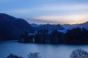 夕暮れの赤谷湖
